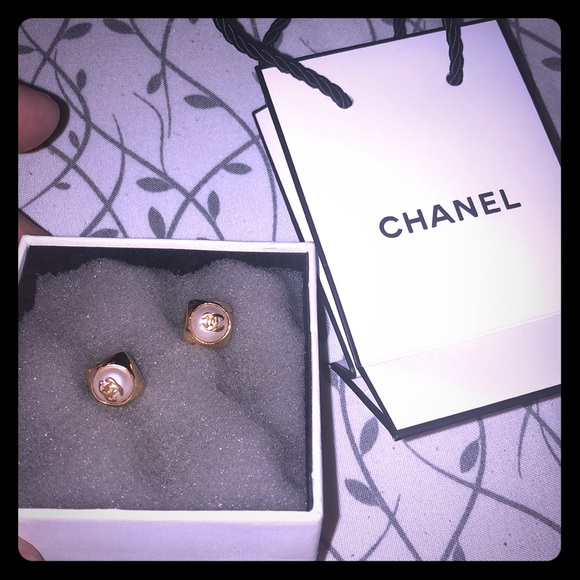 fb60515afb4c CHANEL Jewelry - Rare Vintage Chanel earrings. 100% Authentic